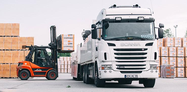 Stapler weißer Lastwagen Ziegel